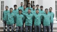 Sejumlah atlet berpose usai pelepasan Timnas Futsal Indonesia U-20 menuju ajang AFC Futsal Championships 2017 di Kebayoran Baru, Jakarta, Kamis (11/5/17). Turnamen tersebut akan berlangsung pada 16-26 Mei 2017 di Thailand. (Bola.com/M Iqbal Ichsan)