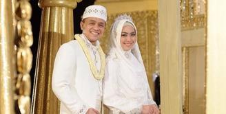 Awal kisah pasangan Ory Vitrio dan Oki Setiana Dewi berliku. Kisah cinta pasangan ini berawal dari sebuah DVD yang diberikan oleh Dude Harlino pada sahabatnya, Ory Vitrio. (dok. Pribadi)