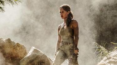 Aktris Alicia Vikander saat beradegan dalam film Tomb Raider. Aktris dan penari Swedia 29 tahun ini berperan sebagai Lara Croft di film terbarunya tersebut. (Ilze Kitshoff / Warner Bros. Pictures via AP)