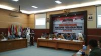 Rapate pleno terbuka KPU Kota Cirebon menetapkan dua pasangan calon akan bertarung di Pilkada Bersama 2018 (Liputan6.com / Panji Prayitno)