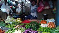 Harga pangan di Pasar Senen Jakarta Pusat terpantau naik Dua pekan menjelang puasa. (Liputan6.com/Fiki Ariyanti)