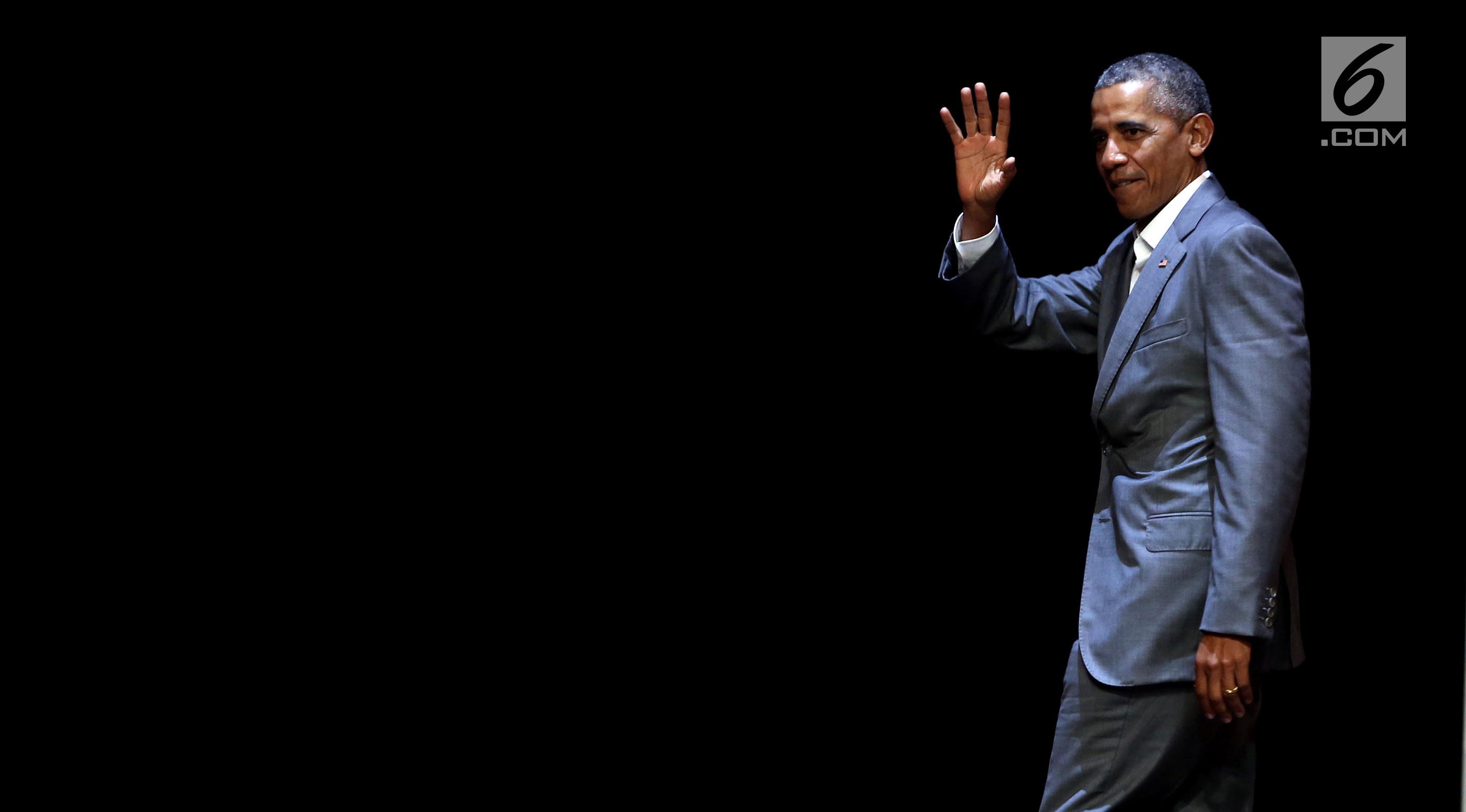 Presiden AS ke-44, Barack Obama menyapa hadirin saat 4th Congress of Indonesian Diaspora di Kota Kasablanka, Jakarta, Sabtu (1/7). Dalam pidatonya, Obama menceritakan pengalamannya berwisata ke Bali dan Yogyakarta. (Liputan6.com/Johan Tallo)