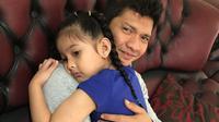 Iko Uwais disambut putri sulungnya. (Instagram.com/audyitem)