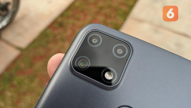 Tiga kamera belakang Realme C25. (Liputan6.com/ Yuslianson)
