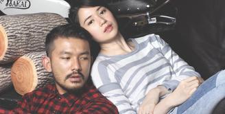 Dalam film Faith & Love Rio Dewanto dan Basuki berperan sebagai suami dan istri. Saat dilakukan sesi pemotretan di Wakai, Senayan City, Jakarta Selatan mereka masih kompak. (Foto: Galih W.Satria/bintang.com)