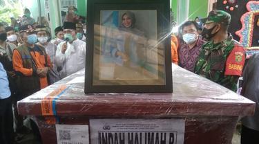 Tangis Sedih Iringi Pemakaman Penumpang Sriwijaya Air Asal Ogan Ilir