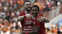 Striker Persija Jakarta, Marko Simic, merayakan gol saat melawan Persela Lamongan pada laga Shopee Liga 1 di Stadion Wibawa Mukti, Bekasi, Jumat (15/11). Persija menang 4-3 atas Persela. (Bola.com/Yoppy Renato)