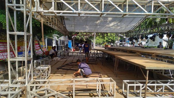 Persiapan acara Sujud Kemenangan di Rumah Kemenangan Prabowo-Sandiaga, Jalan Kertanegara Jakarta. (Merdeka.com/Yunita Amalia)