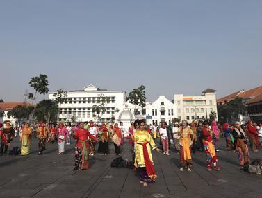 Flashmob Tari Cokek Meriahkan HUT ke-74 RI di Kota Tua