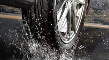 Musim Hujan Tiba, Segera Rotasi Ban Mobil
