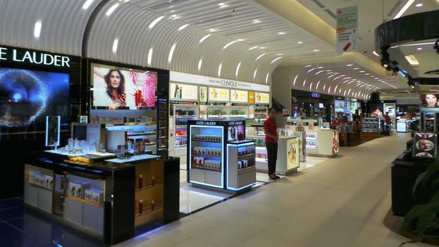 Belanja Barang Mewah Bebas Bea di Lotte Duty Free Jakarta