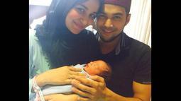 Akun yang mulai aktif 11 September lalu itu memperlihatkan sosok Adam bersama Shireen dan Wisnu. (instagram.com/teukuadam10)