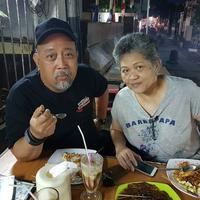 Kebersamaan Indro Warkop dan sang istri. (Foto: instagram.com/indrowarkop_asli)