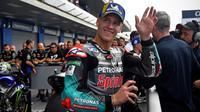 Pembalap tim Petronas Yamaha, Fabio Quartararo, berhasil meraih pole position MotoGP Thailand, Minggu (6/10/2019). (AFP/Lillian Suwanrumpha)