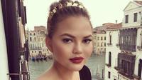 Chrissy Teigen berikan beasiswa untuk Mercedes Edney sehingga ia bisa belajar di sekolah kecantikan. (instagram/chrissyteigen)