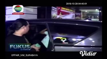 Kasus prostitusi online yang melibatkan publik figur kembali terungkap. Anggota Ditreskrimum Polda Jatim mengamankan sejumlah orang dari salah satu hotel di Kota Batu pada Jumat malam.