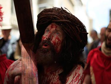 Mengenang Penderitaan Yesus Melalui Jalan Salib di Yerusalem