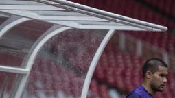 Kiper Persija Jakarta, Andritany Ardhiyasa, bersiap mengikuti latihan kerena cedera saat latihan di SUGBK, Jakarta, Jumat (7/2). Latihan ini persiapan jelang Liga 1 Indonesia 2020. (Bola.com/Vitalis Yogi Trisna)