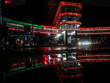Kerlap-kerlip Lampu Skybridge Halte CSW