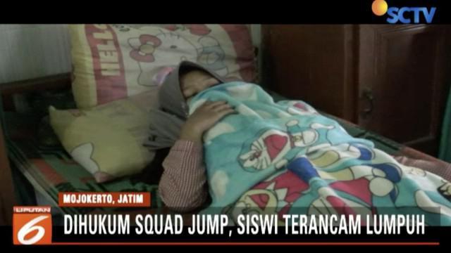 Seorang siswi di Mojokerto, Jawa Timur, terancam lumpuh lantaran diberi hukuman squad jump 120 kali akibat terlambat ikut kegiatan ekstrakulikuler.