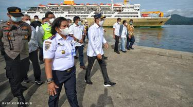 Menteri Perhubungan Budi Karya Sumadi melakukan tinjauan ke Pelabuhan Yos Sudarso Ambon, Sabtu 6 Februari 2021