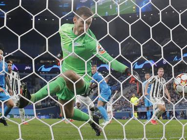 Juventus mencatat kemenangan ketiganya di Grup H Liga Champions 2021/2022 untuk mengoleksi poin sempurna, sembilan, sekaligus memimpin di puncak klasemen. Tuan rumah Zenit St. Petersburg ditekuk 1-0 lewat gol semata wayang Dejan Kulusevski pada menit ke-86. (AP/Dmitry Lovetsky)
