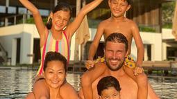 Di pernikahan yang berusia hampir satu dekade ini, Indah Kalalo dan Ibrahim Justin Werner dikaruniai tiga orang momongan yang memiliki paras rupawan. Yakni Ayanna Rose Werner, Byron Benjamin Werner, dan Tigerlily Grace Werner. (Liputan6.com/IG/indahkalalo)