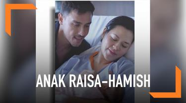 Setelah beredar foto usai melahirkan, kini beredar foto anak perempuan Raisa dan Hamish Daud yang di media sosial.