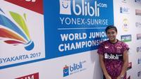 Tunggal putri Indonesia, Gregoria Mariska Tunjung, memastikan kemenangan Tim Garuda Muda atas Brasil pada laga pertama babak penyisihan Grup H1 Kejuaraan Dunia Junior 2017 di Yogyakarta, Senin (9/10/2017). (Bola.com/Twitter/INABadminton)
