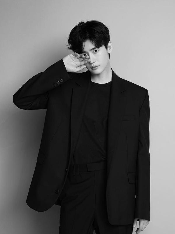 Lee Jong Suk. (instagram/jongsuk0206)#source%3Dgooglier%2Ecom#https%3A%2F%2Fgooglier%2Ecom%2Fpage%2F%2F10000