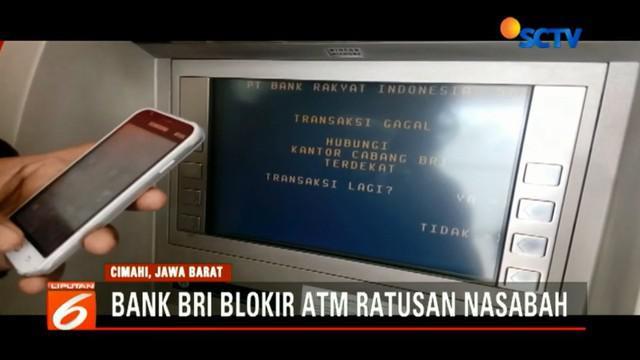 Panik, para nasabah di BRI Jalan Jendral Amir Mahmud, Kota Cimahi, Jawa Barat ketika mengetahui kartu ATM mereka diblokir oleh pihak bank.