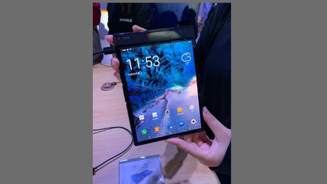 FlexPai, smartphone layar lipat pertama di dunia (Foto: GSM Arena)