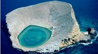 The Blue Lagoon Ecuador benar-benar ada di tengah laut dan bisa dijadikan sebagai pemandian air panas yang menghangatkan tubuh.