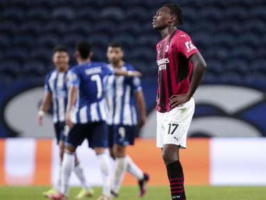 AC Milan harus mengakui kunggulan Porto di matchday ketiga grub B Liga Champions 2021/2022. Hasil tersebut membuat Rosoneri menempati posisi dasar klasemen sementara tanpa raihan poin. (AP/Luis Vieira)