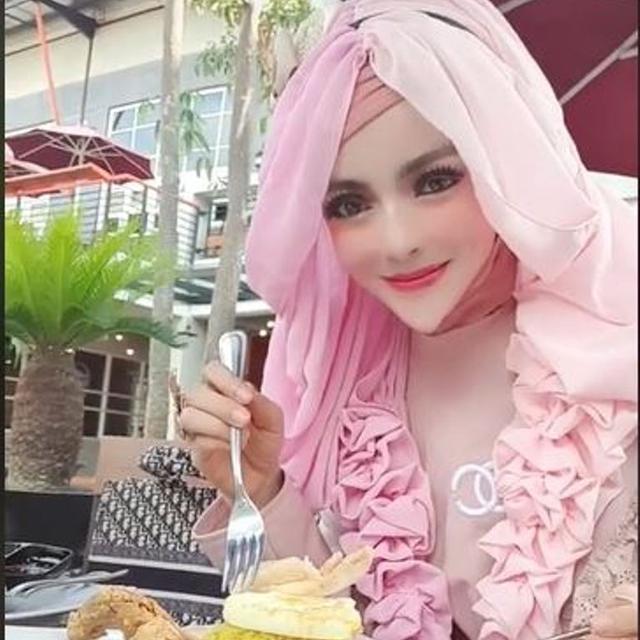 Hijaber Bergaya Barbie Jadi Viral Karena Dagunya Bikin Salah Fokus Lifestyle Liputan6 Com