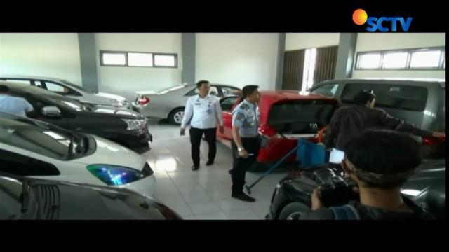 Ratusan mobil dan sepeda motor sitaan kasus korupsi di rumah penyimpanan benda sitaan negara, Wirogunan, Yogyakarta, tidak terawat.