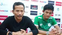 Pelatih PSMS Medan, Djadjang Nurdjaman (kiri). (Liputan6.com/Reza Efendi)