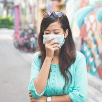 Ilustrasi perempuan memakai masker/copyright shutterstock