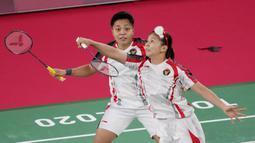 Ini menjadi kemenangan kedua Greysia/Apriyani di fase grup. Di pertandingan pertama, mereka mengalahkan ganda Malaysia, Chow Mei Kuan/Lee Meng Yean. (Foto/AP/Dita Alangkara)