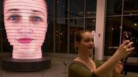Foto selfie raksasa ini dibuat dengan 850.000 lampu LED. (Digital Trends)