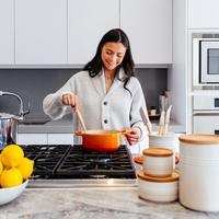 ilustrasi perempuan di dapur/Photo by Jason Briscoe on Unsplash