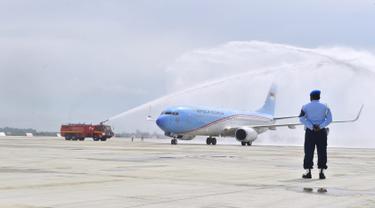 Pesawat Kepresidenan Mendarat Perdana di Bandara Kertajati