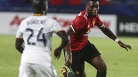 Timothy Fosu-Mensah membela Manchester United (MU) pada uji coba melawan LA Galaxy, Juli 2017. Fosu-Mensah dipinjamkan MU ke Crystal Palace. (AFP/Ringo Chiu)