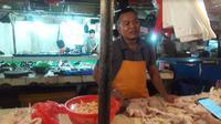 Pantauan pasar harga daging ayam di pasar tradisional pada pekan keempat Juli 2018 (Foto:Bawono Y)