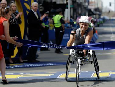 20170417-Para Pebalap Kursi Roda di Boston Marathon-AP