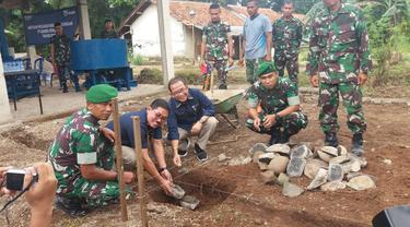Bantuan tersebut diserahkan langsung kepada Wadan Yonif 312/KH Mayor Inf Dedi Risdiyantoro.