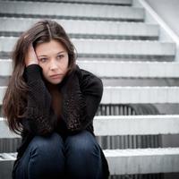 Tidak salah jika terpuruk karena patah hati, yang salah adalah ketika kamu tidak berusaha bangkit. (Foto: huffingtonpost.com)