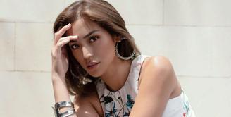 Beberapa waktu lalu, tepatnya di bulan Agustus 2020, Jessica Iskandar mengungkap bahwa dirinya mengidap penyakit Graves Desease Autoimmune Hyperteroid. Sekarang ini, ia sudah menetap di Bali bersama sang buah hati, El Barack. (Instagram/inijedar)