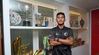Persija Jakarta resmi merekrut Rafli Mursalim pada Kamis (2/1/2020). Pemain berusia 20 tahun itu menyebut, bergabung Persija merupakan mimpi masa kecil yang terwujud. (dok. Persija Jakarta)