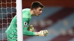 6. Nick Pope (Burnley). Kiper asal Inggris berusia 28 tahun ini telah membuat 6 kali clean sheets dalam 14 penampilannya selama 1260 menit. (AFP/Jan Kruger/Pool)